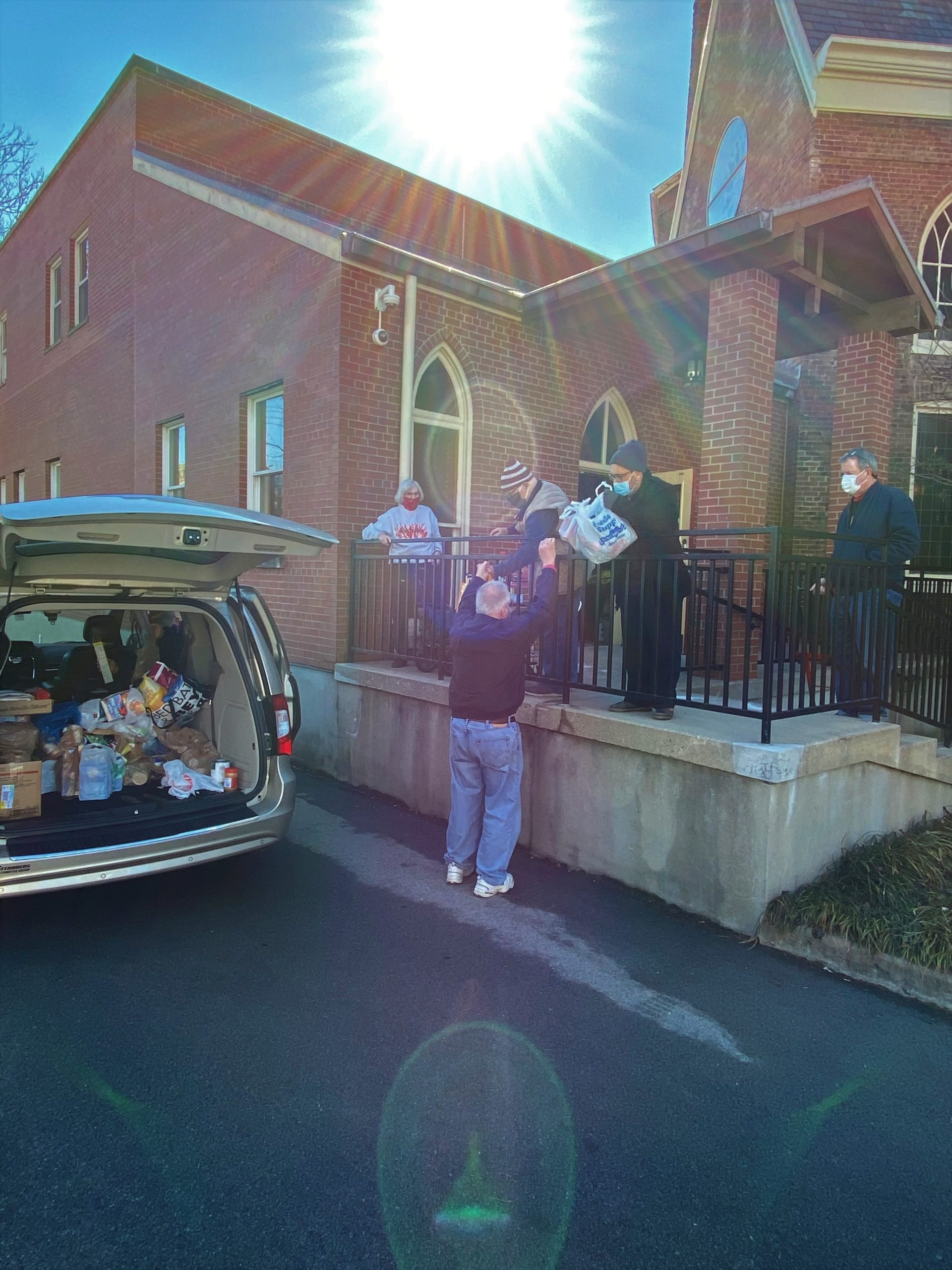 Food delivery to Calvary Church Pantry